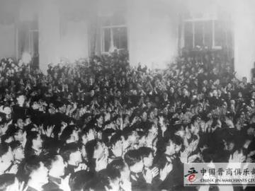 毛泽东演讲说英语没人听懂,看他如何机智化解的?