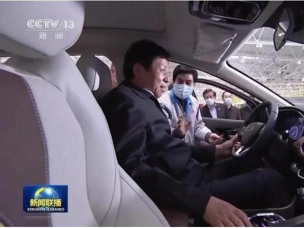栗战书考察晋商企业大运汽车 亲自试驾新能源MPV乘用车 : 多年没开车了,没想到这个车这么好开