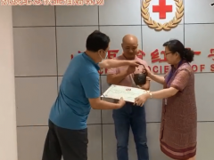 """晋商俱乐部向山西省红十字会捐款并捐赠抗疫纪念铁壶""""竭晋全力"""""""