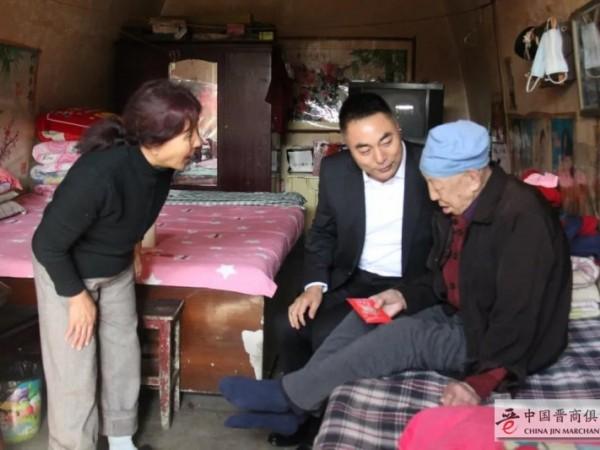 灵石县两渡镇崔家沟书记王殿辉一行节前慰问高龄老人、患病老人、困难家庭等